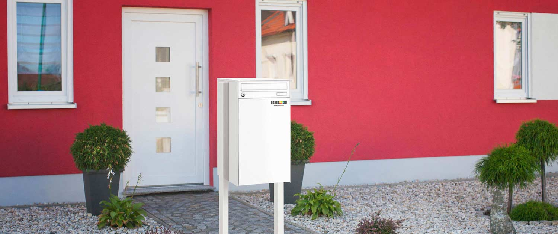 Knobox5 freihstehend vor einem Haus
